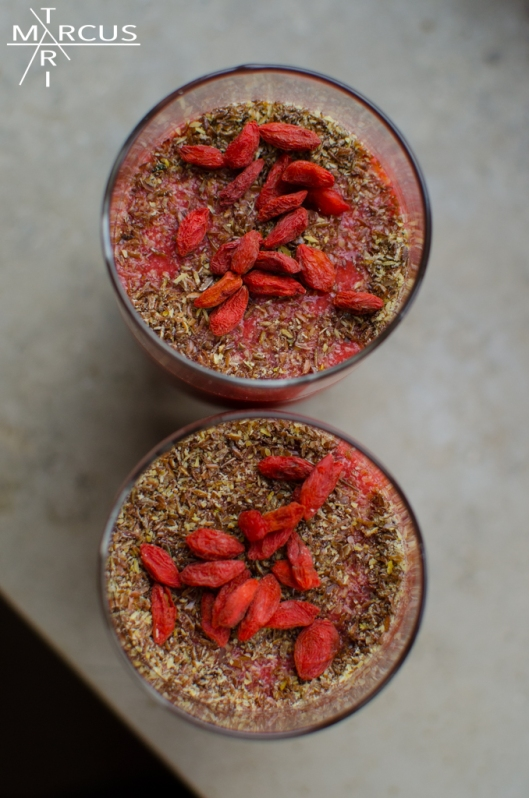 some, raspberries, strawberries, coconut-oil, ginger, a banana, chia seeds, goji/wolf berries and some flax/linseed for the topping